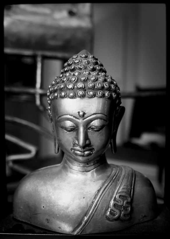 A B&W photo of a Buddha statue by a Sony NEX-5N and Leica-R Elmarit 19 lens