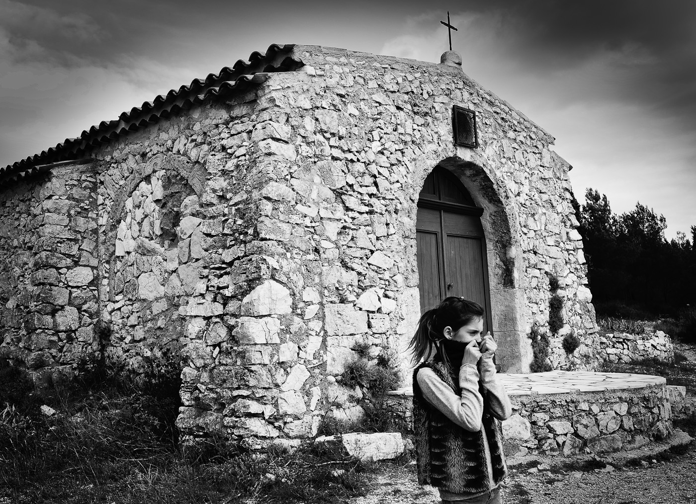 A girl in front of an ancient church, Sony Nex-5N & Zeiss ZM Biogon 25