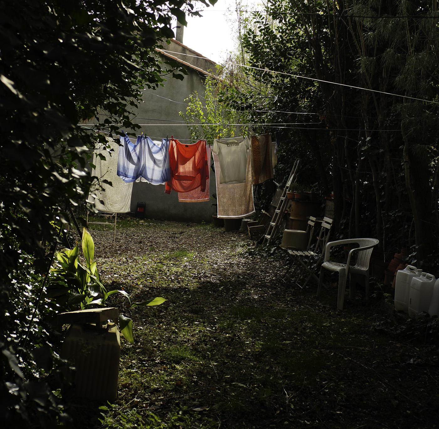 Clothes drying in full sun, Sony Nex-5N & Zeiss ZM Biogon 25