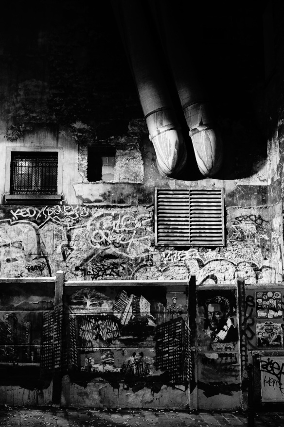 Graffiti on a wall at night in black and white, , Sony Nex-5N & Leica Summicron-M 28/2