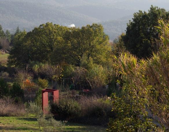 A red metal archway in a garden, Sony NEX-5N & Leica Summicron-R 50