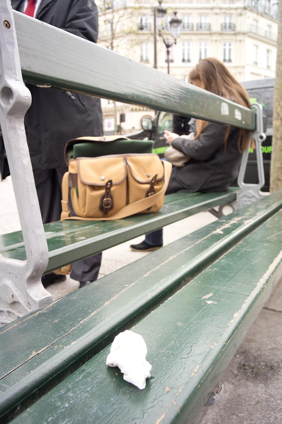 An abandonned handkerchief on a Paris bench, sony NEX-5N & Zeiss ZM Distagon 18mm/4
