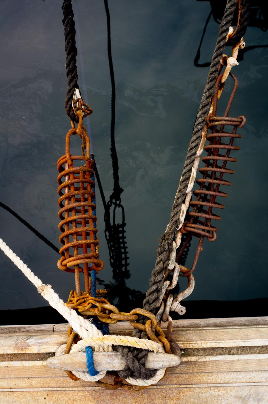 Ropes holding tight to sail boat in La Ciotat