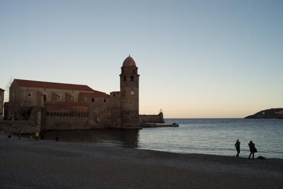 Collioure's main beach and church - Nikon D800e + Leica Summicron-R 35:2