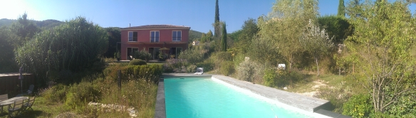 Horizontal panorama of a red house and blue pool with the HTC One