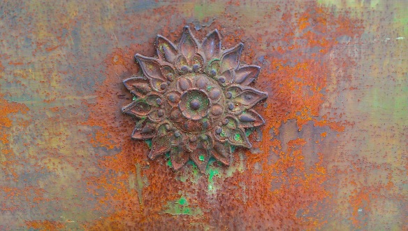 A colourful detail of an ornate rusty metal door in Arles. Made with an HTC One smartphone.