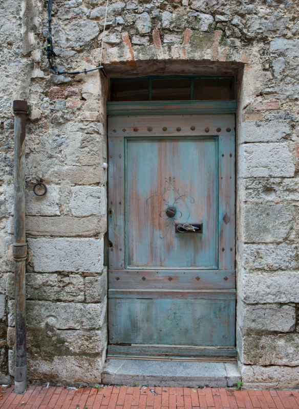 A rusty wooden door (joke) in Tourves, Var, Provence